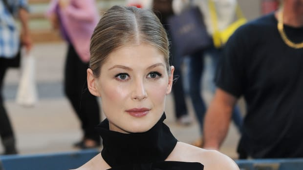 The Makeup Tricks Rosamund Pike Uses to Make Her Skin Glow