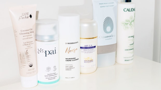 How to use cleansing cream or cleansing milk