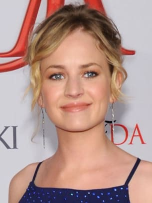 Britt-Robertson-CFDA-Fashion-Awards-2012-383x510