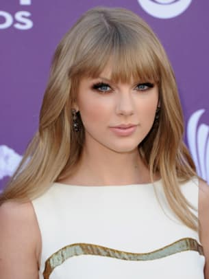 Taylor-Swift-ACM-Awards-2012-383x510