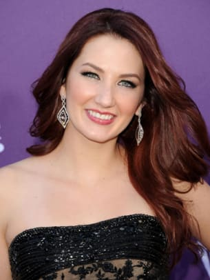 Katie-Armiger-ACM-Awards-2012-383x510