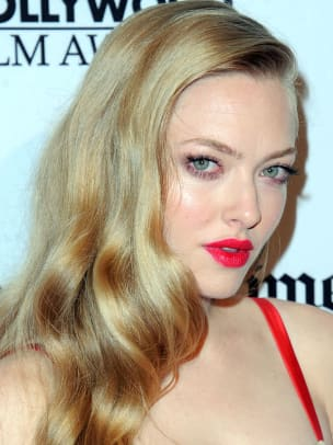 Amanda-Seyfried-Hollywood-Film-Awards-2012