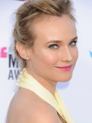 Diane-Kruger-Critics-Choice-Awards-2012-383x510