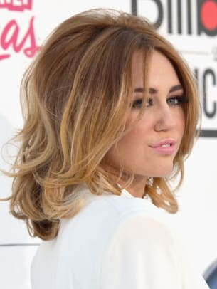 Miley-Cyrus-Billboard-Music-Awards-2012-383x510