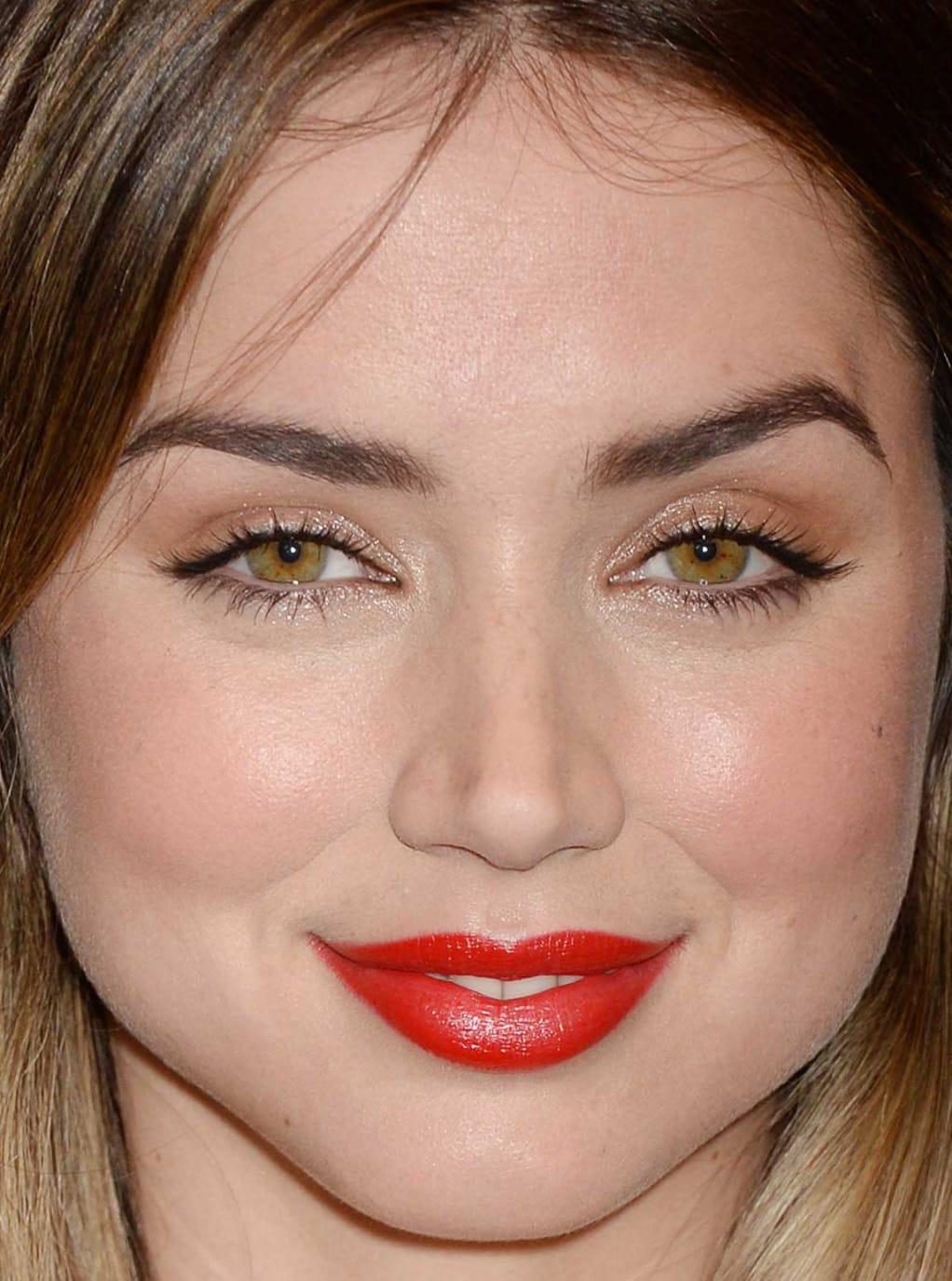 Hazel eyes - Personas famosas con los ojos de color AVELLANA Ana-de-armas-hfpa-and-instyle-golden-globes-75th-anniversary-celebration-2017-close-up