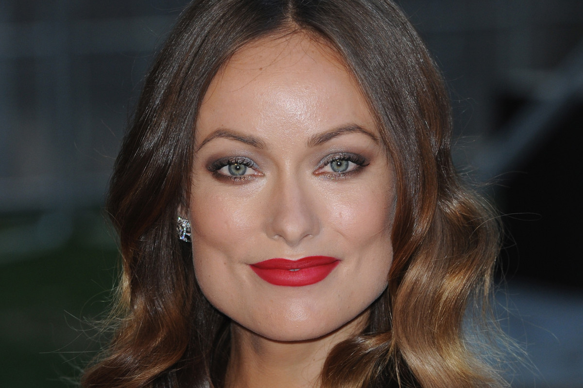 Smoky Eyes And Red Lips Tutorial A Celebrity Makeup Artists Tips