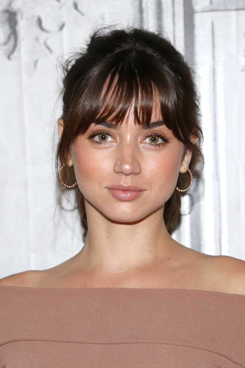 Ana De Armas Hot Pics celebrity makeup looks: dewy skin, feathery brows and more