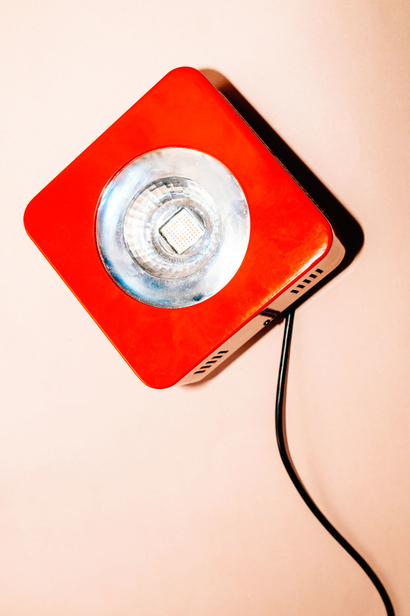Red Light Therapy at Home: How to Choose a Device, Treatment