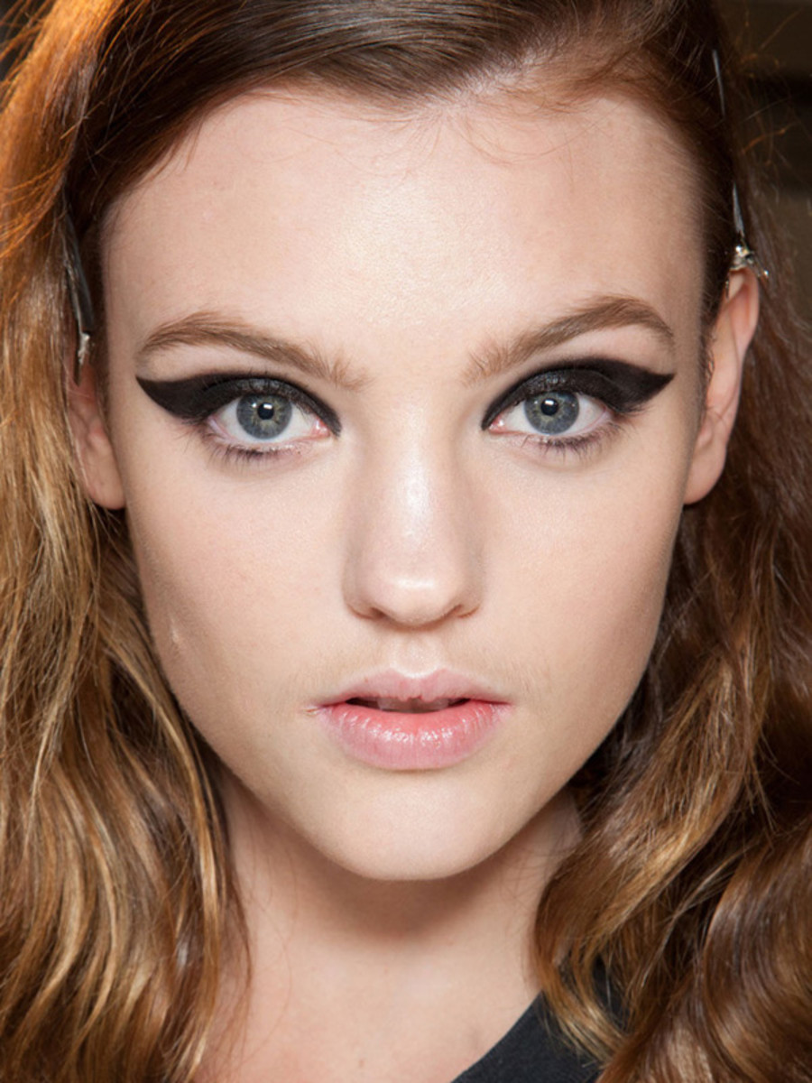 5fbcf23ce8e The Best Beauty Trends From Paris Fashion Week - The Skincare Edit