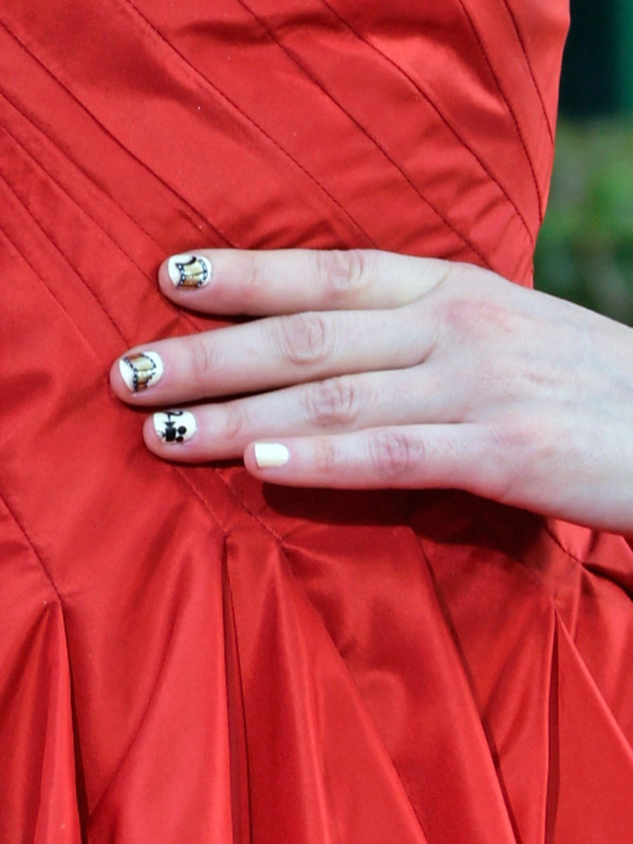 Zooey Deschanel - Golden Globes 2013 nails