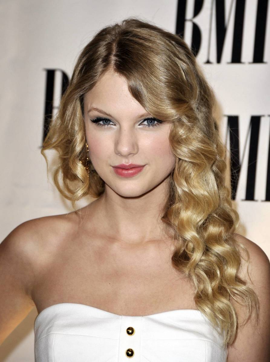 15 Of The Best Hairstyles For Long Curly Hair The Skincare Edit