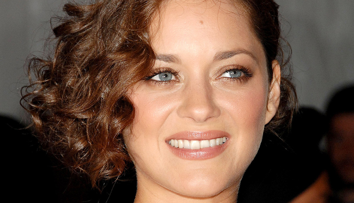 10 of the Best Hairstyles for Medium-Length Curly Hair - The
