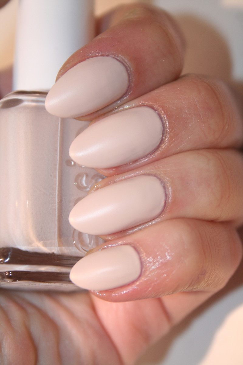 Essie Wrap Me Up (matte)