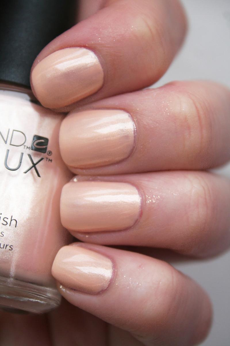 CND Vinylux Dandelion