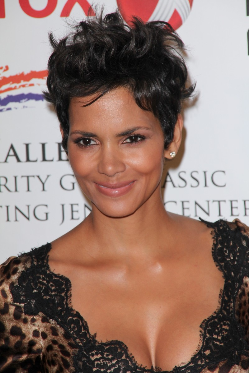 Halle Berry Jenesse Silver Rose Awards Gala and Auction 2012