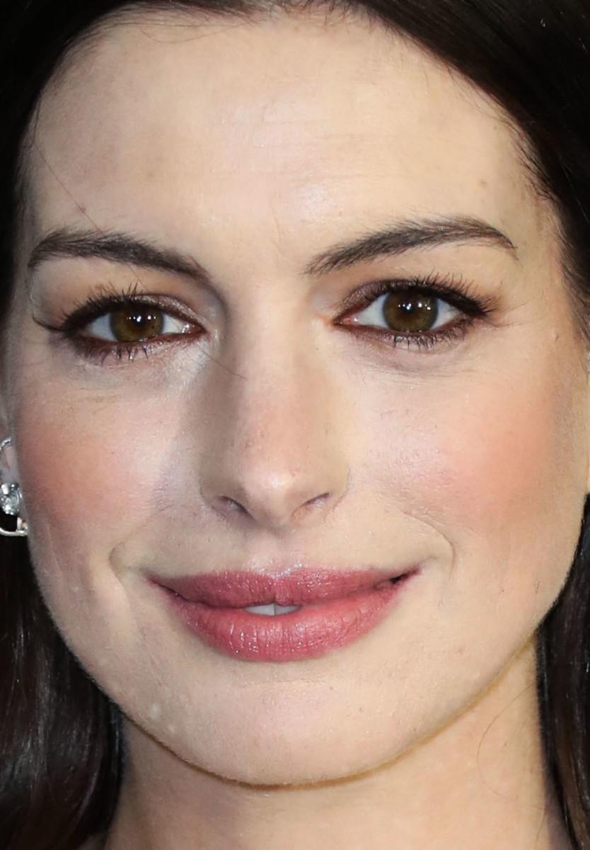 Anne Hathaway Critics' Choice Awards 2020
