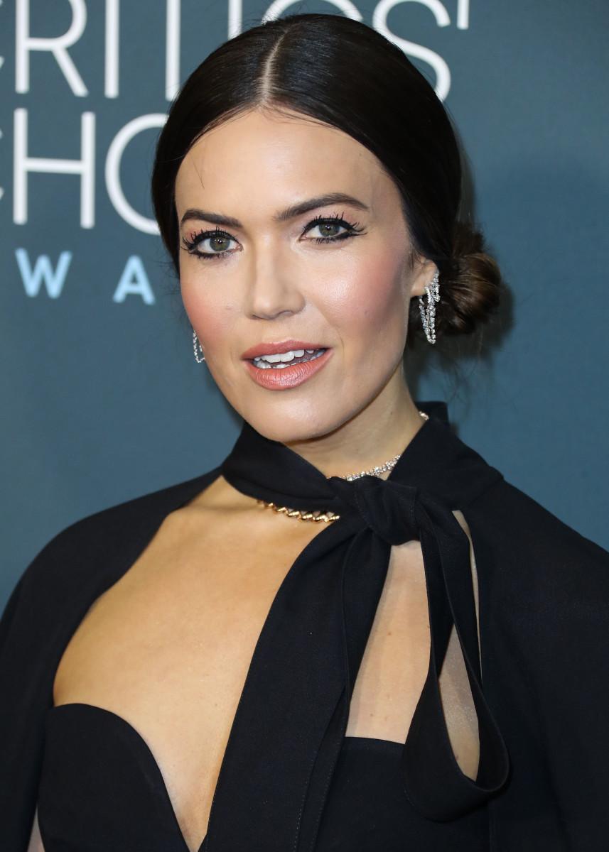 Mandy Moore Critics' Choice Awards 2020