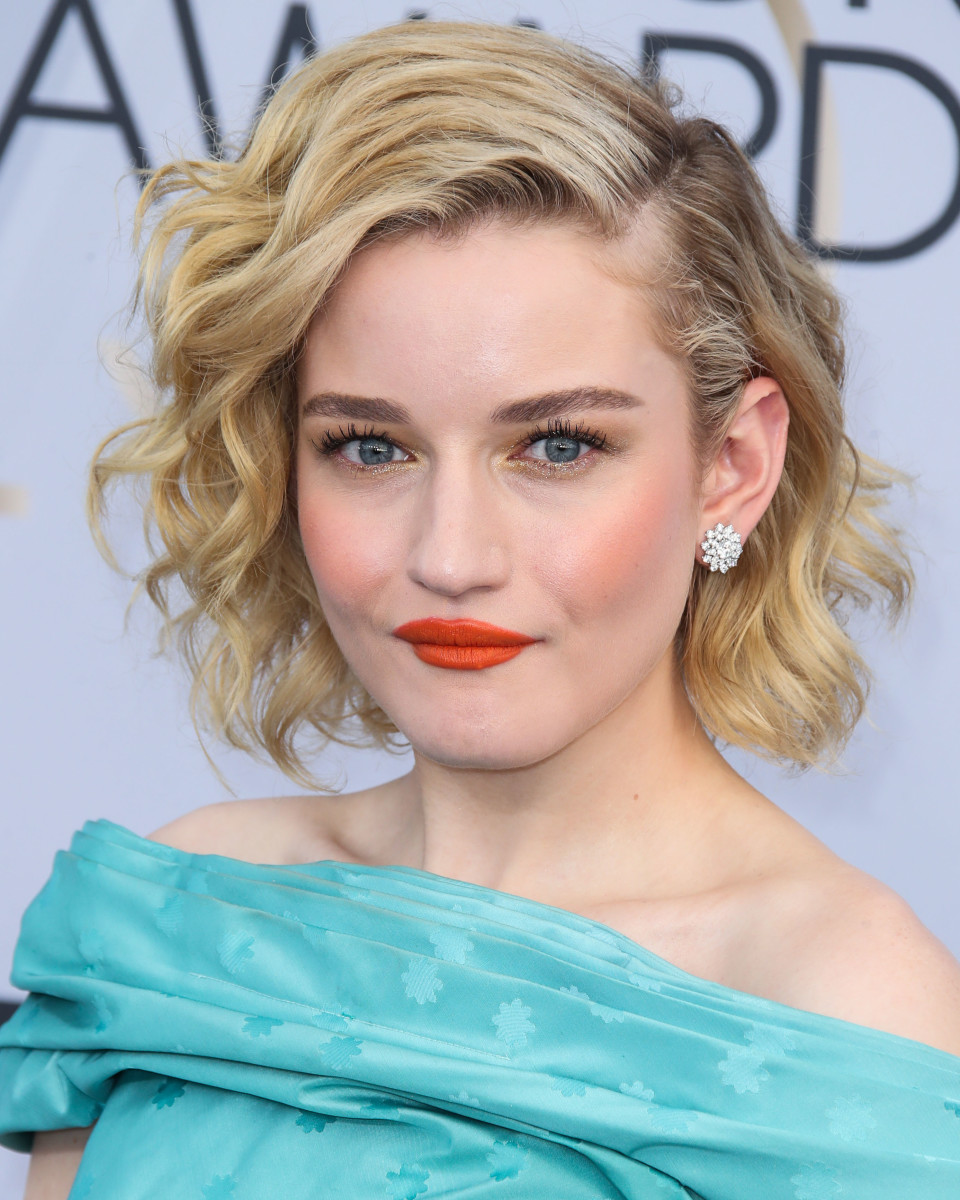 Julia Garner SAG Awards 2019