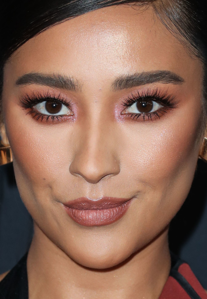 Shay Mitchell People's Choice Awards 2018