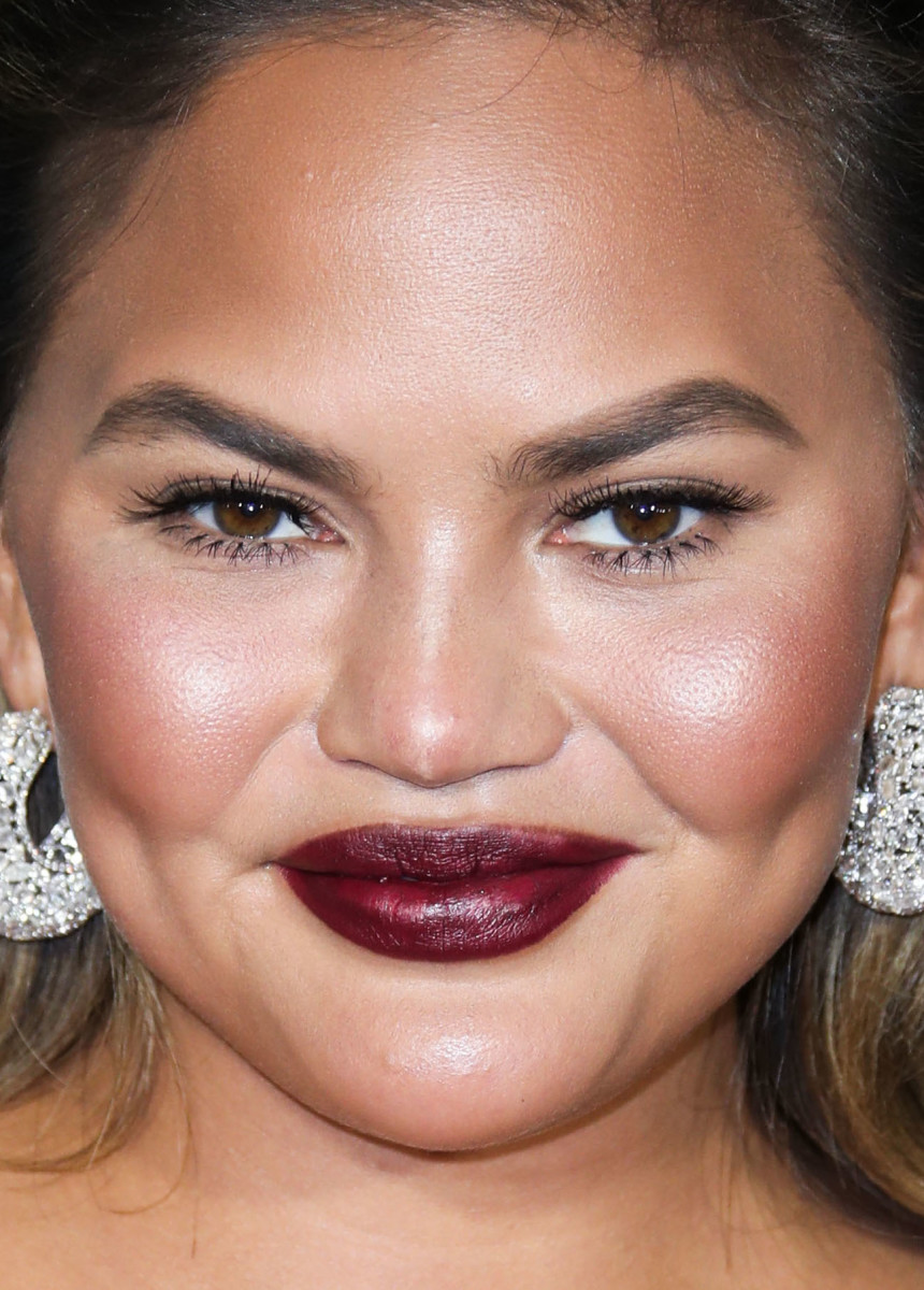 Chrissy Teigen Critics' Choice Awards 2019