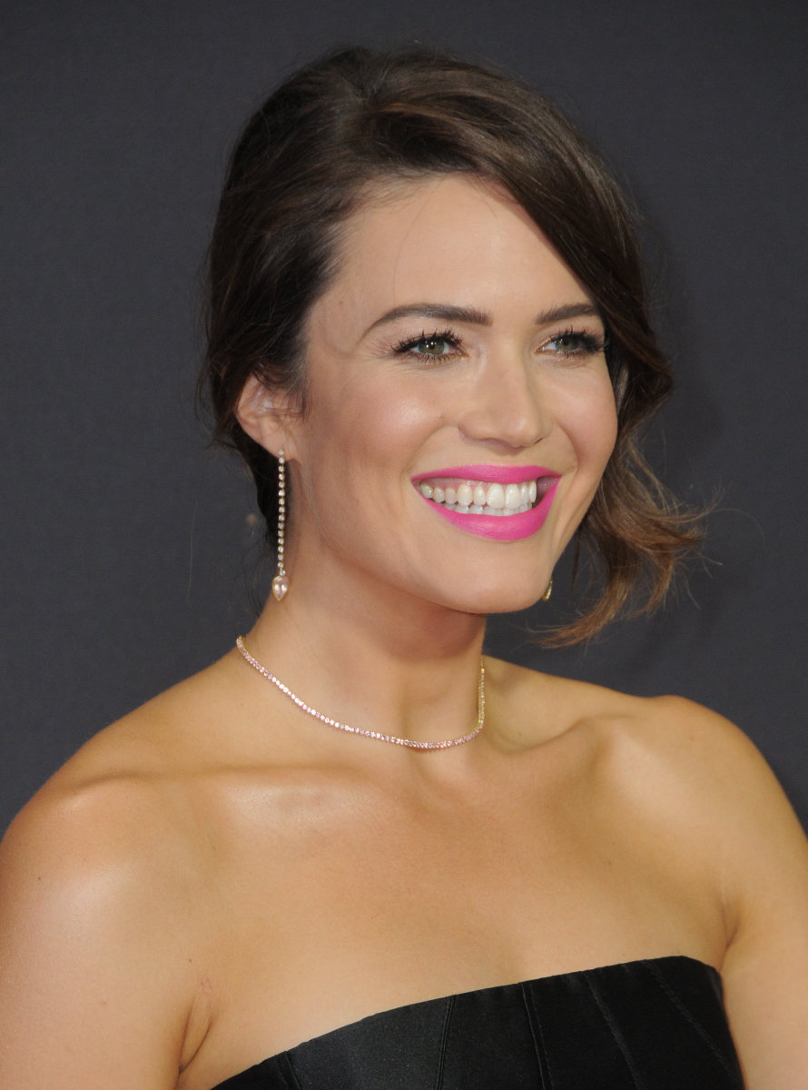 Mandy Moore Emmys 2017