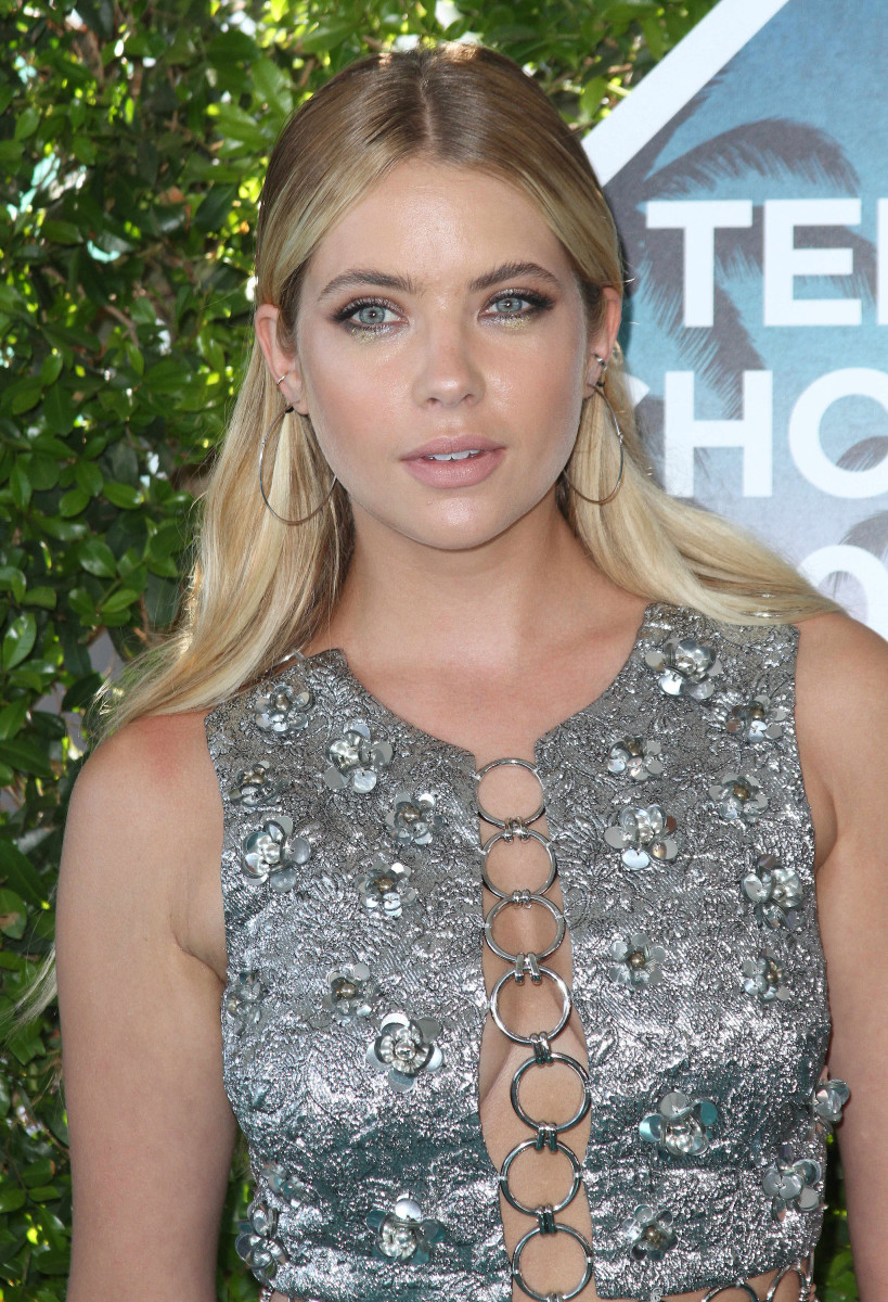 Ashley Benson Teen Choice Awards 2016