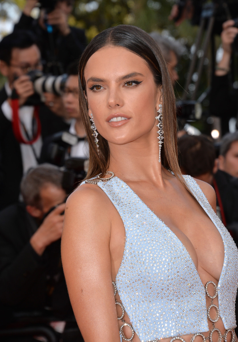 Alessandra Ambrosio The Unknown Girl Cannes premiere 2016