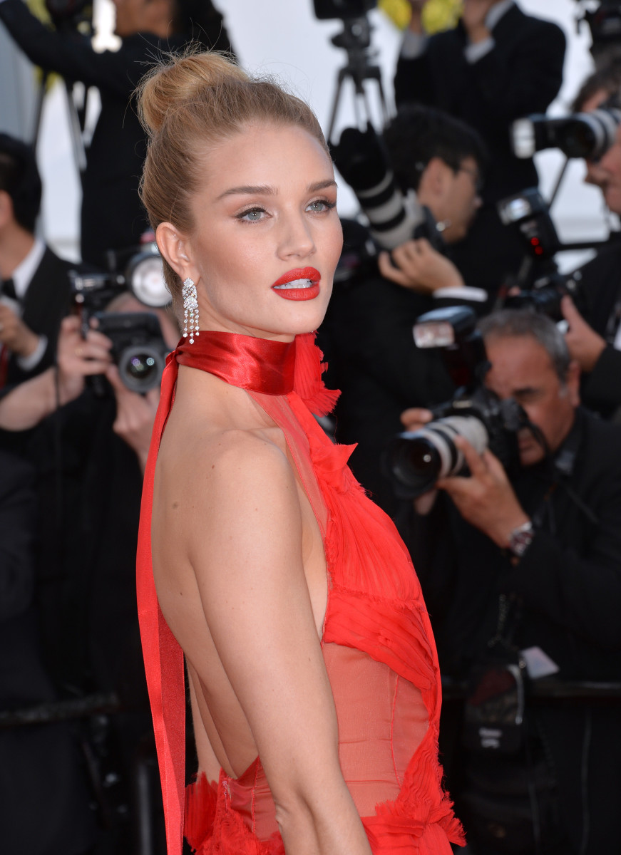 Rosie Huntington-Whiteley The Unknown Girl Cannes premiere 2016