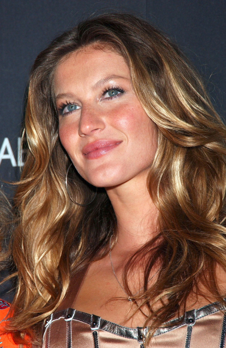 Gisele Bundchen Dolce Gabbana The One launch 2007