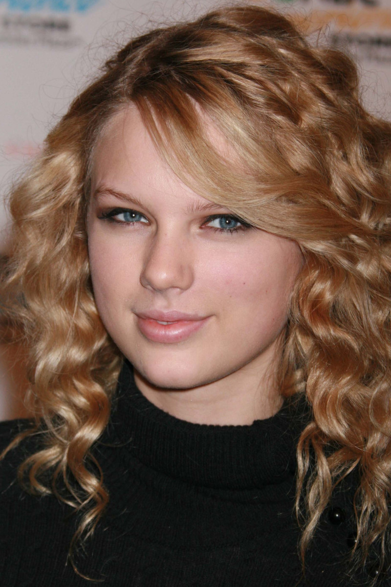 Taylor Swift Sounds of the Season The Taylor Swift Holiday Collection album signing 2007