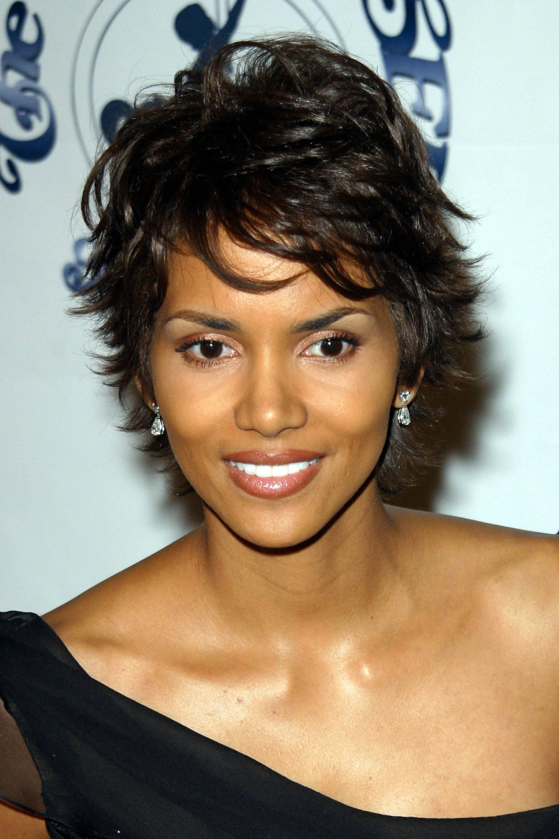 Halle Berry Carousel of Hope Benefit 2002