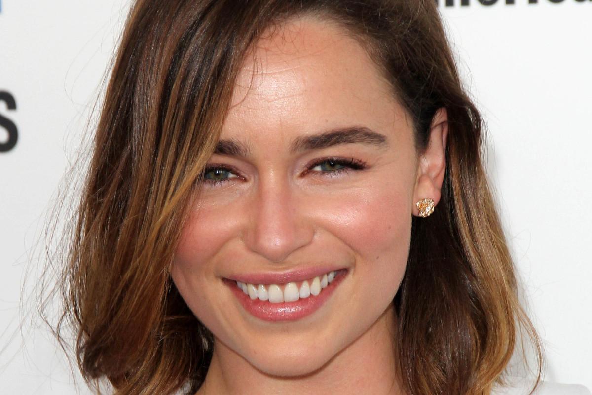 Emilia Clarke hair makeup