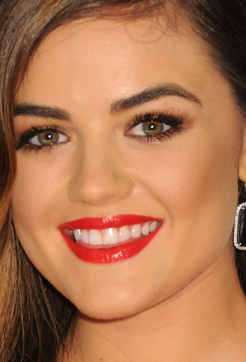 Lucy Hale CMA Awards 2014 close-up