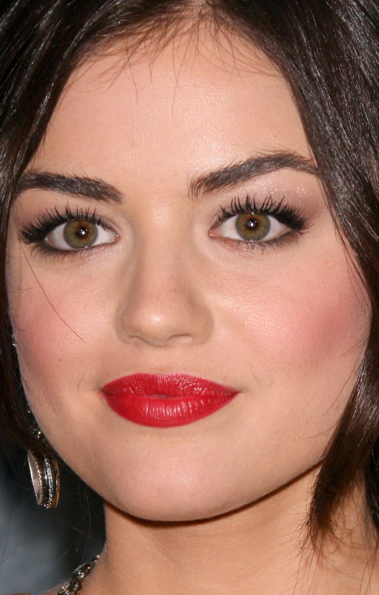 Lucy Hale People's Choice Awards 2011 close-up