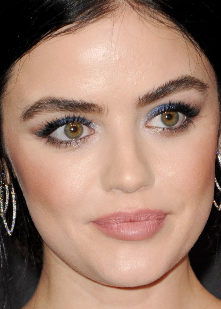 Lucy Hale People's Choice Awards 2019 close-up