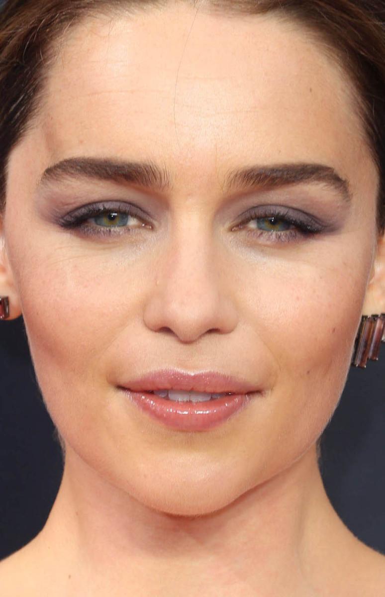 Emilia Clarke Emmys 2016 close-up