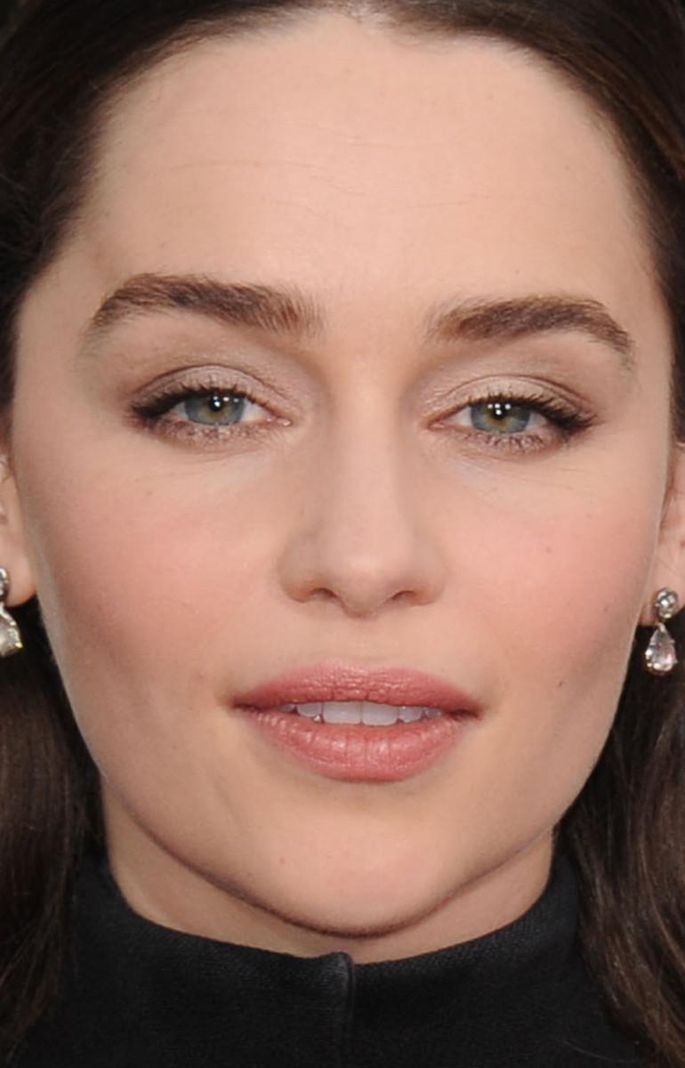 Emilia Clarke Golden Globes 2016 close-up